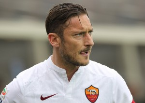 BERGAMO, ITALY - APRIL 17: Francesco Totti of AS Roma looks on during the Serie A match between Atalanta BC and AS Roma at Stadio Atleti Azzurri d'Italia on April 17, 2016 in Bergamo, Italy. (Photo by Marco Luzzani/Getty Images)