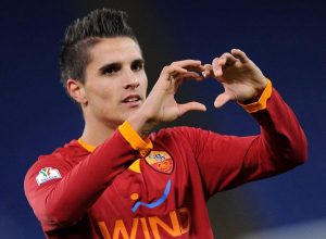 WCENTER 0XMBBBWLNN Argentinian midfielder of Roma, Erik Lamela, jubilates after scoring the second goal during the Italy Cup soccer match As Roma vs Acf Fiorentina at Olimpico stadium in Rome, Italy on 11 January 2012. ANSA/ETTORE FERRARI