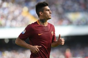 Diego Perotti of AS Roma during the italian Serie A football match between SSC Napoli and AS Roma at San Paolo Stadium on October 15, 2016 in Naples,Italy. (Photo by Franco Romano/NurPhoto via Getty Images)
